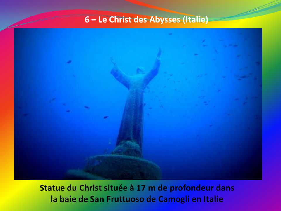6 – Le Christ des Abysses (Italie) Statue du Christ située à 17 m de profondeur dans la baie de San Fruttuoso de Camogli en Italie