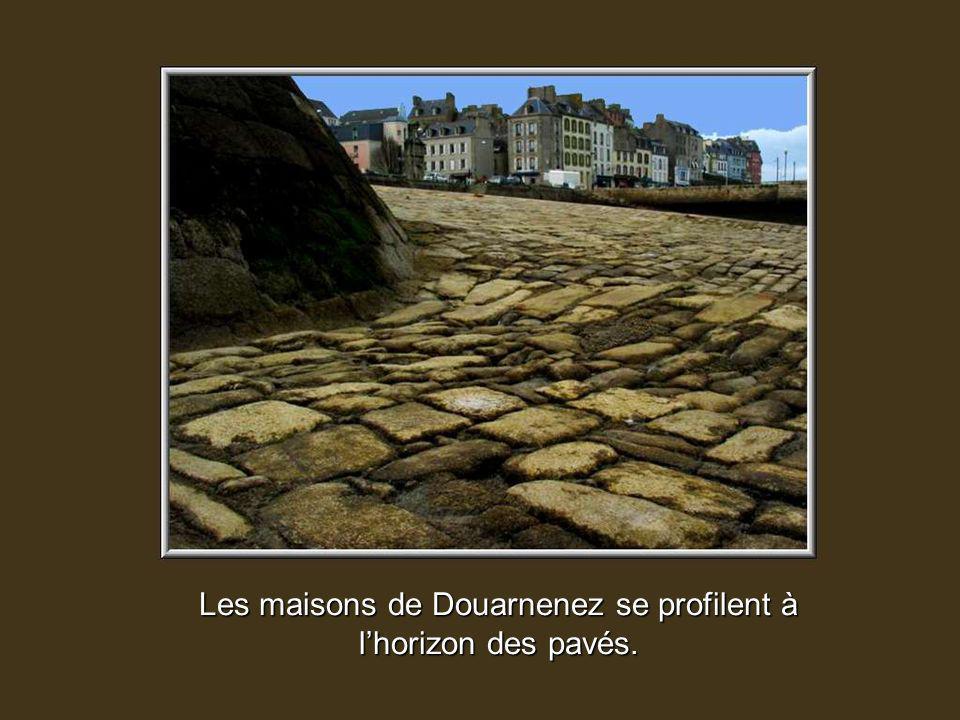 Ce pays cest celui de la mer. Proue de l'Europe vers l'Atlantique, le Finistère est la pointe occidentale de l'Armorique, aux paysages aussi variés à