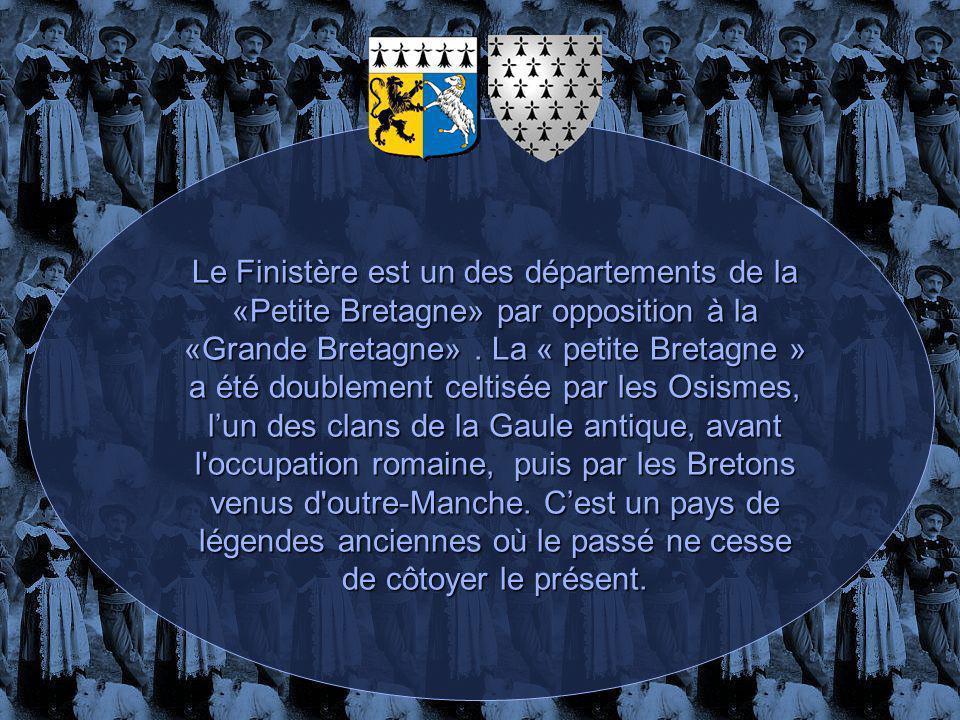 La Bretagne est composée de deux aires linguistiques : la Basse-Bretagne ou Breizh Izel à l ouest (Finistère, Morbihan et l ouest des Côtes-d Armor) où l on parle une langue apparentée au gallois et au cornique, et la Haute-Bretagne ou Breizh Uhel à l est (Ille-et-Vilaine, Côtes-d Armor est, Loire-Atlantique) où l on parle des dialectes romans (langues d oïl) connus sous le nom de gallo.