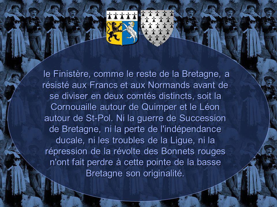 le Finistère, comme le reste de la Bretagne, a résisté aux Francs et aux Normands avant de se diviser en deux comtés distincts, soit la Cornouaille autour de Quimper et le Léon autour de St-Pol.