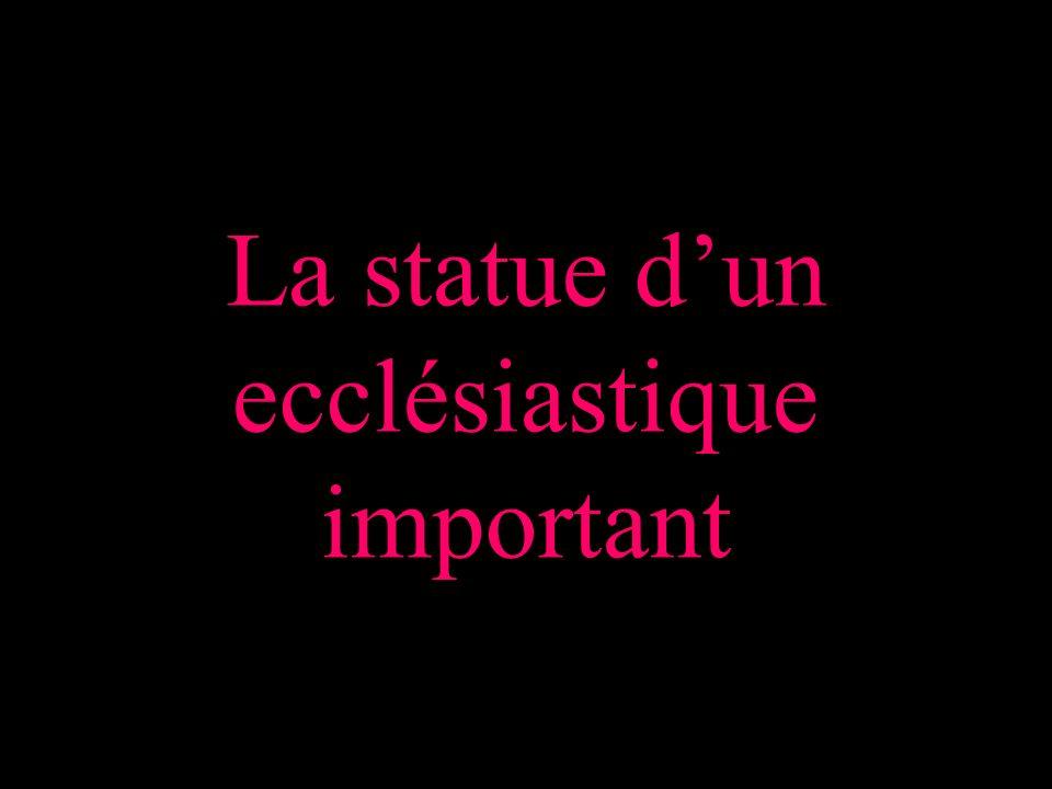 La statue dun ecclésiastique important