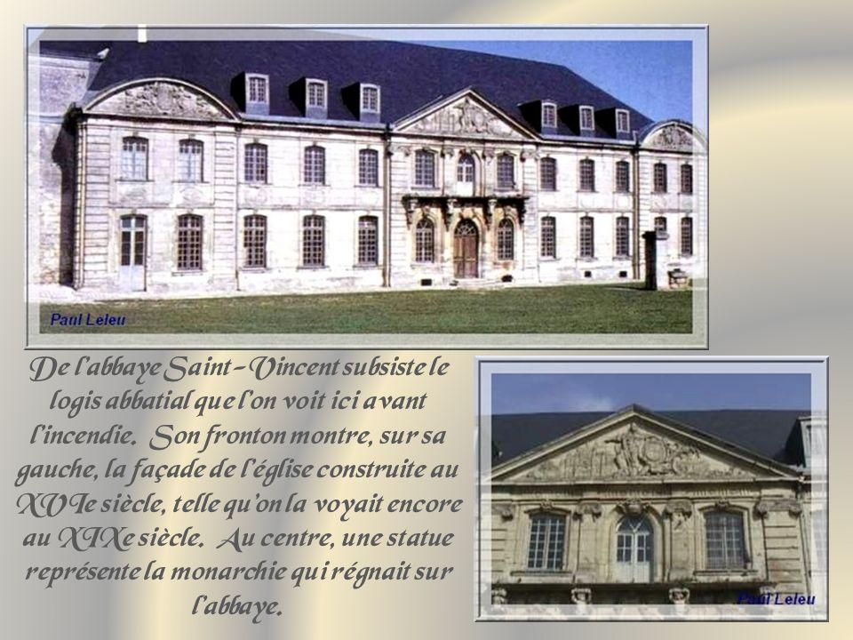 Une première basilique fut Construite, sur ce site, par la Reine Brunehault, en 590.