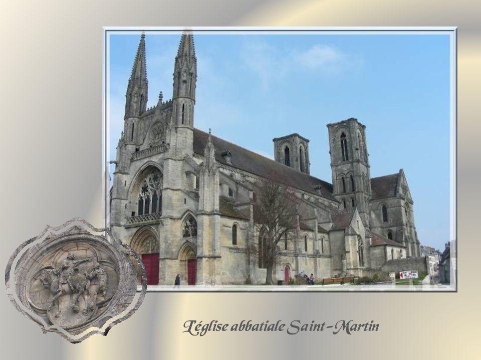 Elle date des XII et XIIIe siècles, avec quelques parties du XIXe.