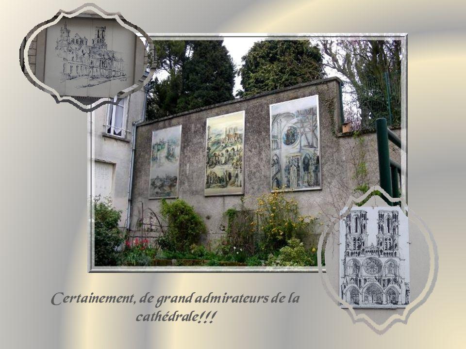 Non loin de la cathédrale, lancienne maison des chanoines qui comporte des parties des XIIe, XIIIe et XVIe siècles.