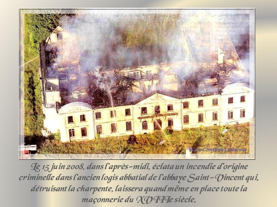 Le 15 juin 2008, dans laprès-midi, éclata un incendie dorigine criminelle dans lancien logis abbatial de labbaye Saint-Vincent qui, détruisant la charpente, laissera quand même en place toute la maçonnerie du XVIIIe siècle.
