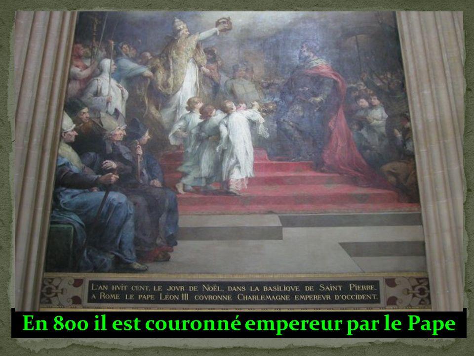 En 800 il est couronné empereur par le Pape
