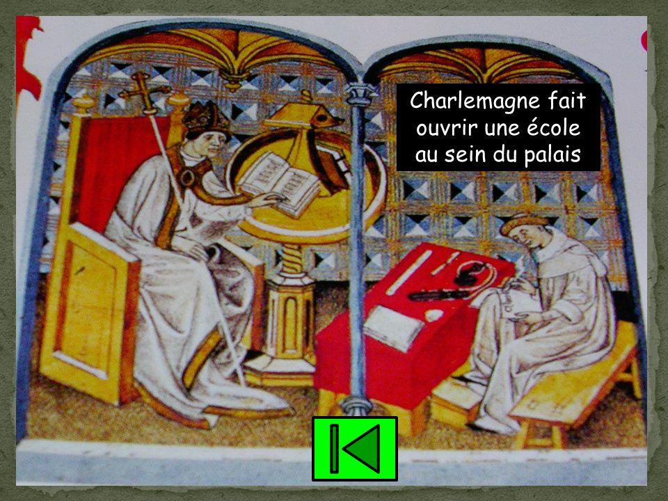 Charlemagne négocient alors en cédant quelques régions aux Normands