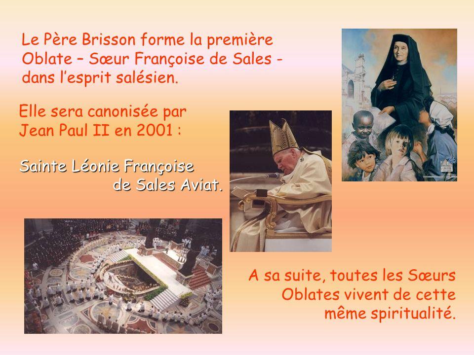 Elle sera canonisée par Jean Paul II en 2001 : Sainte Léonie Françoise Sainte Léonie Françoise de Sales Aviat. de Sales Aviat. Le Père Brisson forme l