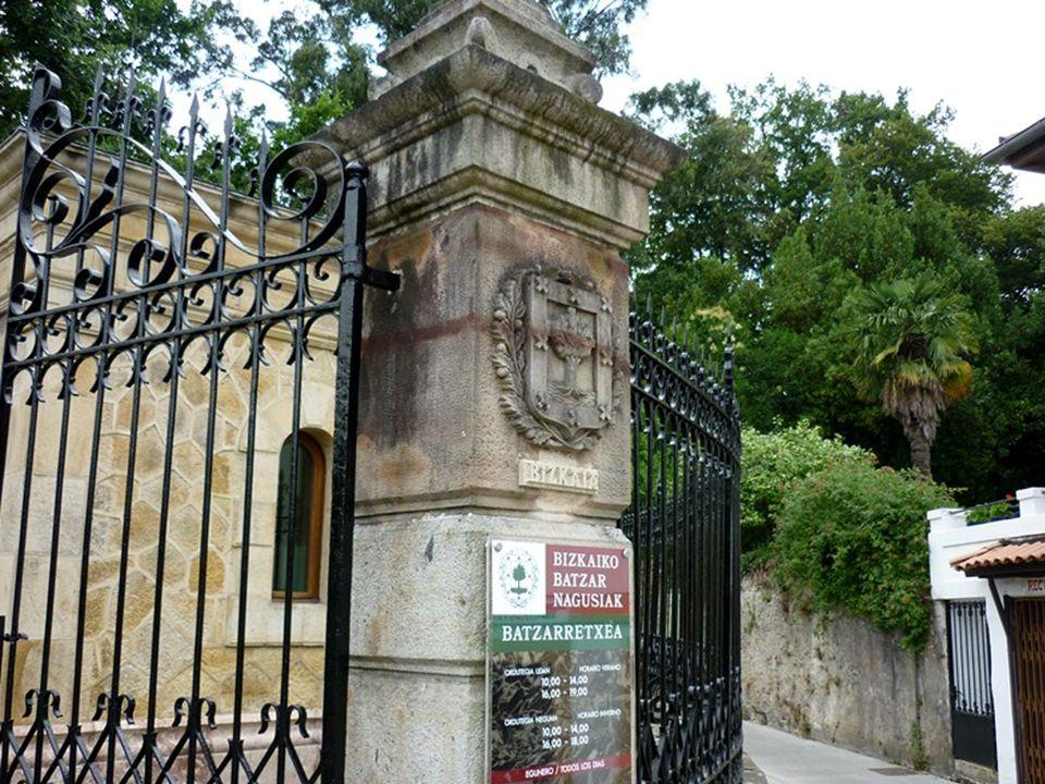 Devant Dieu humilié debout sur la terre basque en souvenir des ancêtres sous l arbre de Gernika devant vous représentants du peuple je jure d accomplir fidèlement ma mission