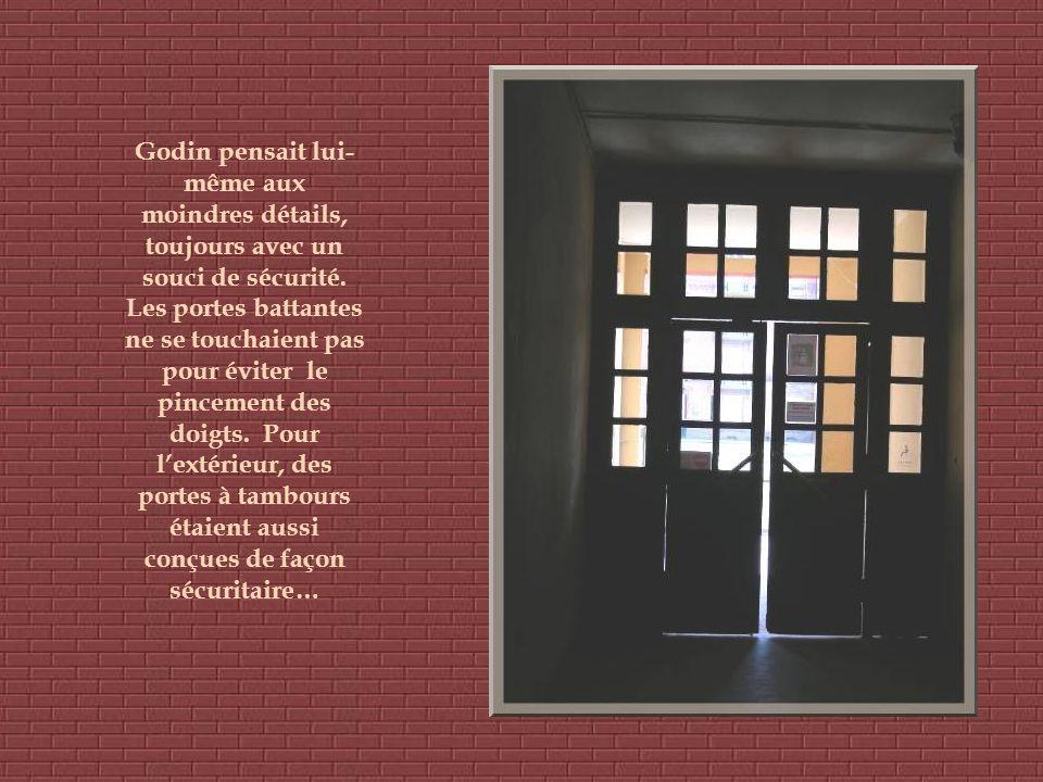 Godin considèrait lhygiène comme facteur de base pour favoriser la qualité de vie et la santé de lhomme. Partout dans le Palais social on sent le souc