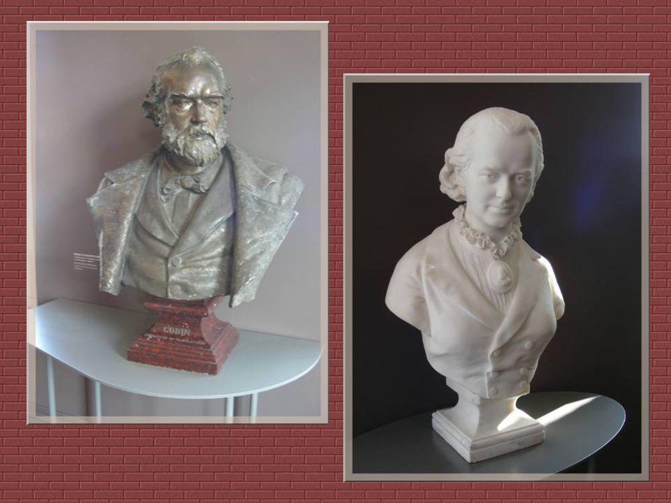 Marie Moret née en 1840 devint très jeune la secrétaire de Jean-Baptiste Godin et très vite sa plus fidèle collaboratrice. Discrète mais émancipée, cu