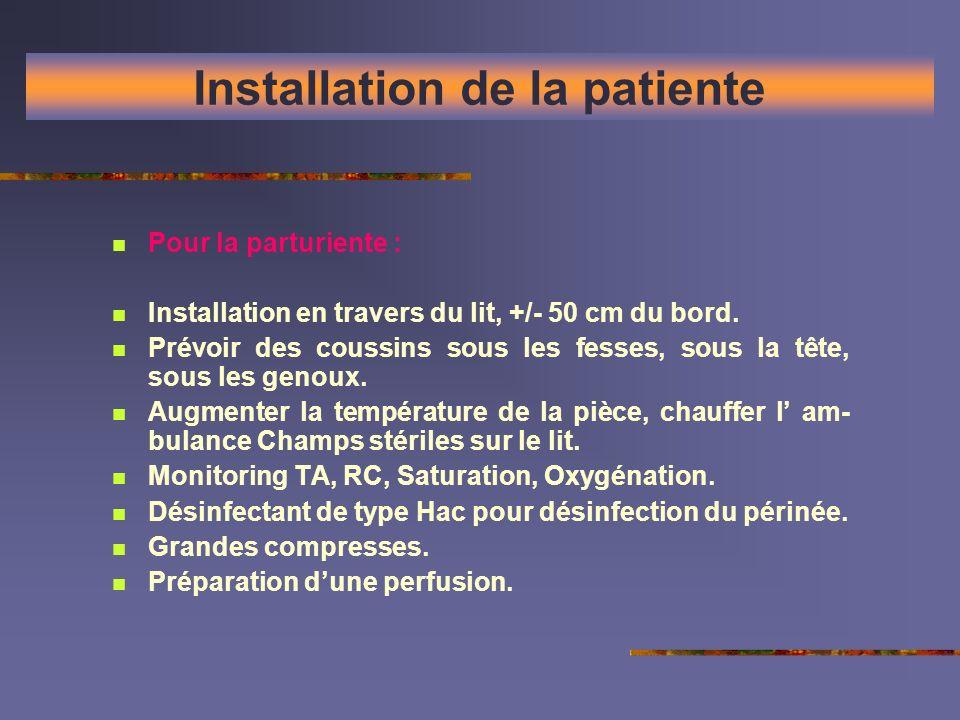 Installation de la patiente Pour la parturiente : Installation en travers du lit, +/- 50 cm du bord. Prévoir des coussins sous les fesses, sous la têt