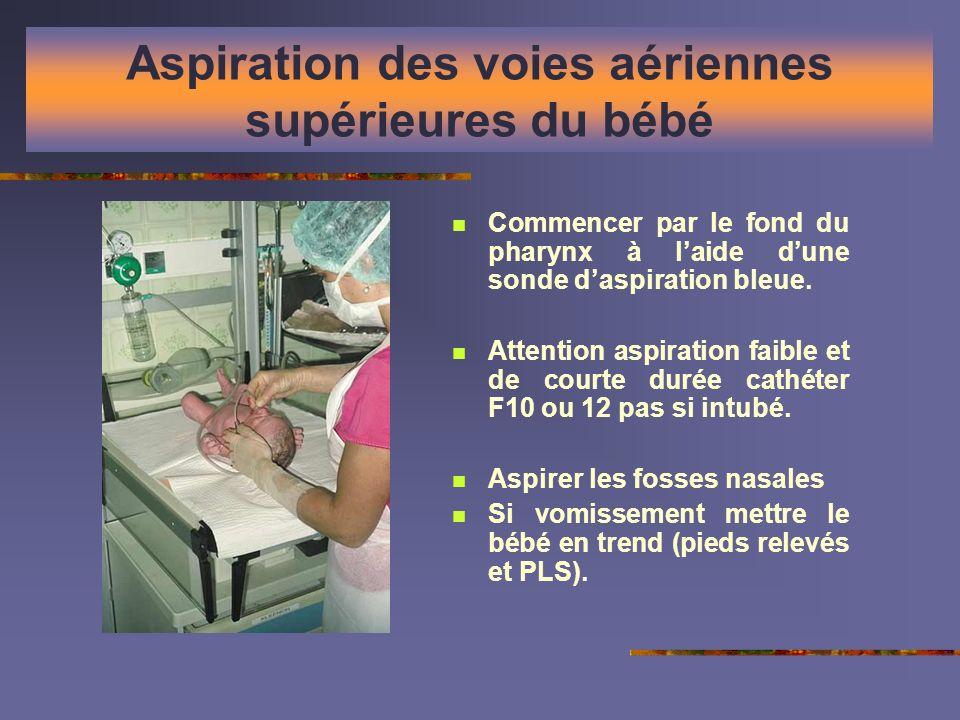 Aspiration des voies aériennes supérieures du bébé Commencer par le fond du pharynx à laide dune sonde daspiration bleue. Attention aspiration faible