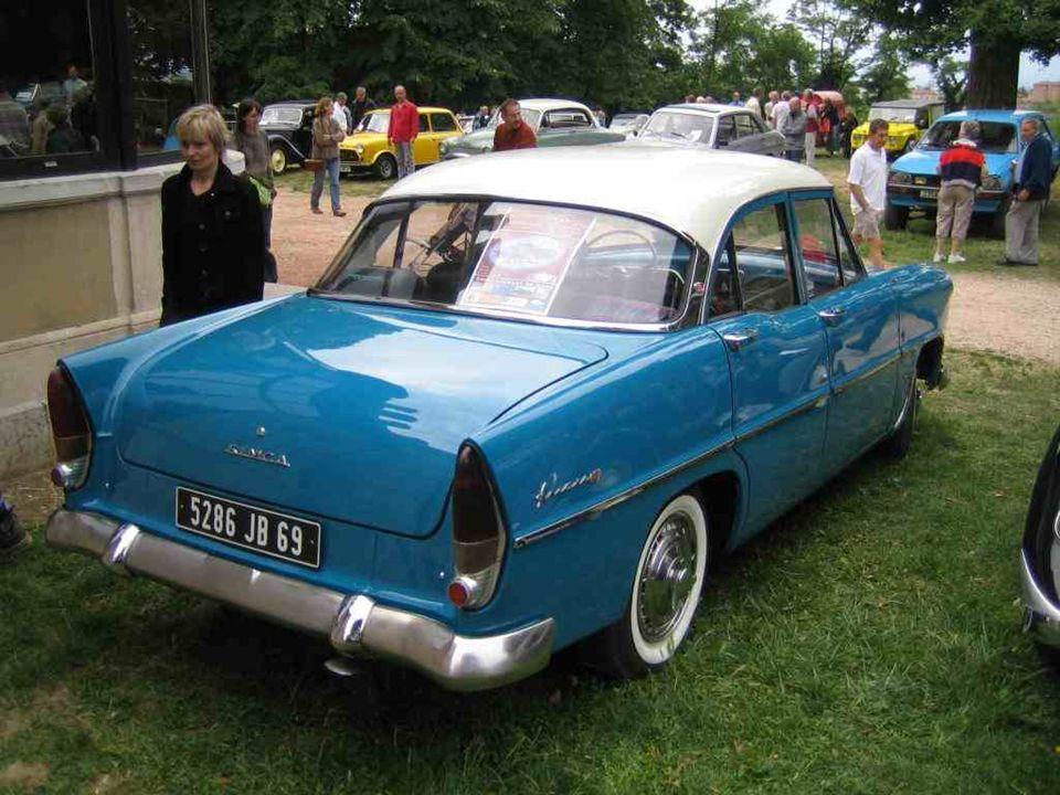 SIMCA « Ariane 4 » (moteur 4 cylindres 1300 cm3 de lAronde) lancée en 1956 et dérivée de la « Versailles » (moteur 8 cylindres en V de 2300 cm3) lancée en 1954 et conçue dans les bureaux détudes de Ford à Détroit, juste avant le rachat de Ford-France par Simca : Le rêve américain à la française qui prit fin en 1961 avec les dernières « Chambord » !