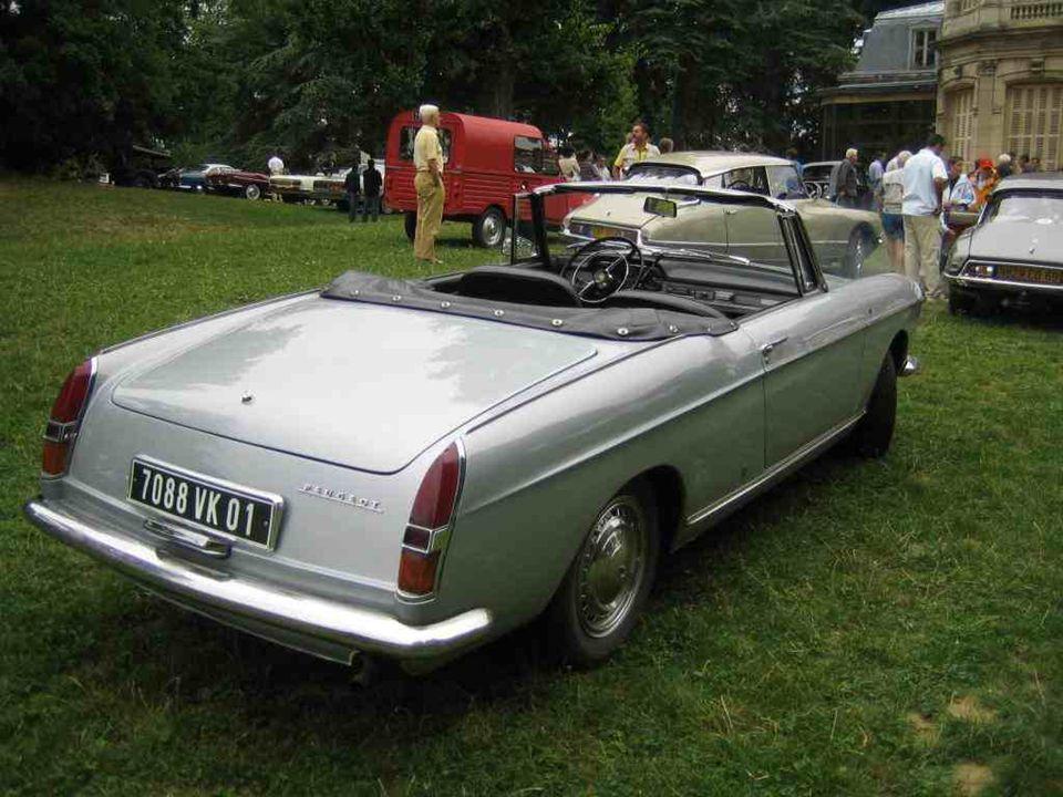 PEUGEOT Cabriolet « 404 » du même auteur, lancé en 1961, produit jusquen 1968 et très recherché aujourdhui.