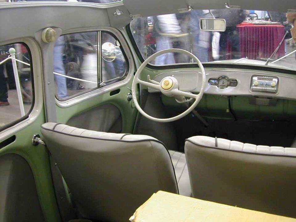 RENAULT « 4 CV ». Le miracle de laprès-guerre. Produite de 1946 à 1961. 4 CV, 4 places, 4 portes et 4 cylindres ! Ma vraie conscrite !