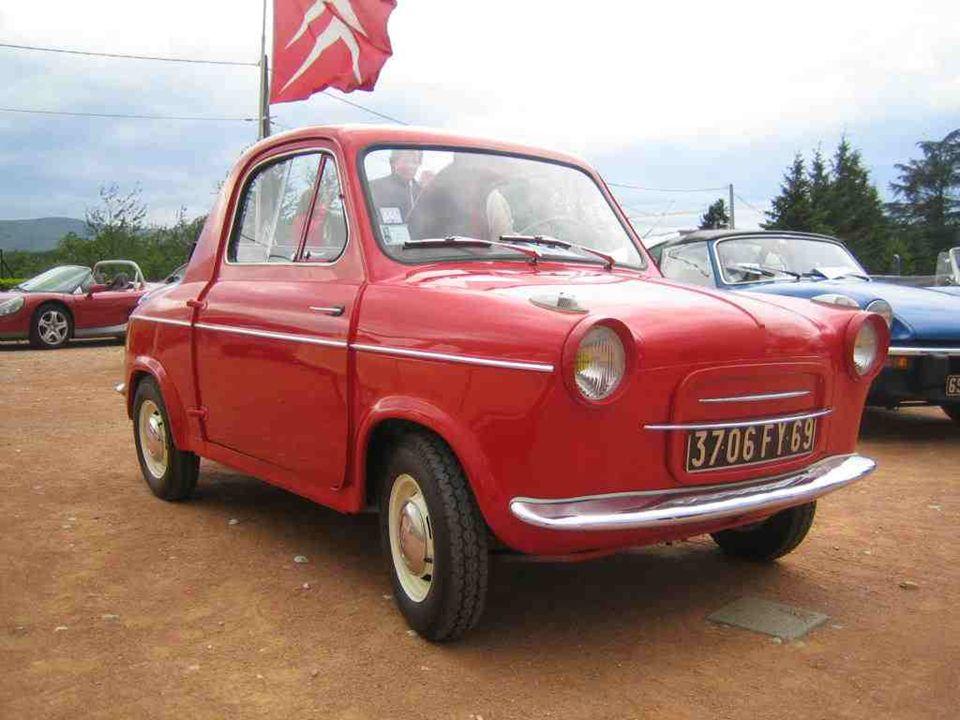 VESPA « 400 ». Mini-coupé découvrable élégant et bien français malgré son nom. Moteur 2 temps et 2 places seulement pour se faufiler partout en ville,