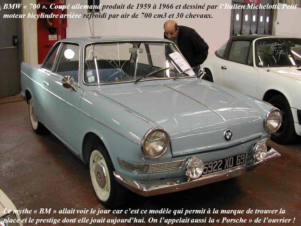 VOLSKWAGEN Coupé « Karmann Ghia », allemand, lancé en 1955 et produit jusquen 1974.