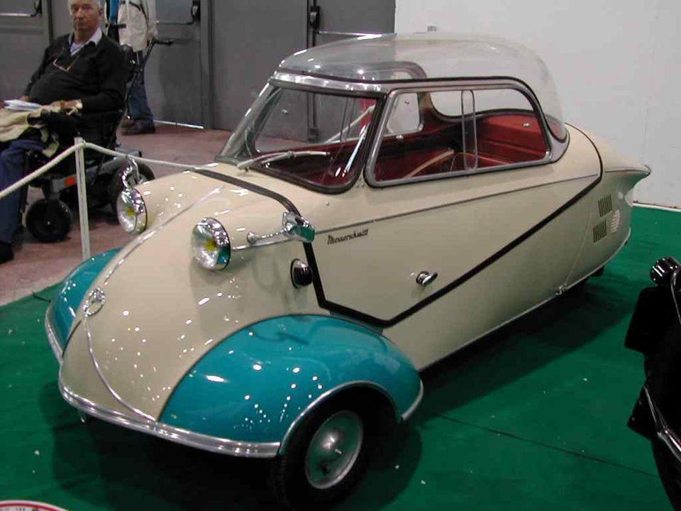 FIAT « 500 », la petite grande auto italienne, surnommée en France le « Pot de yaourt », produite de 1957 à 1975.