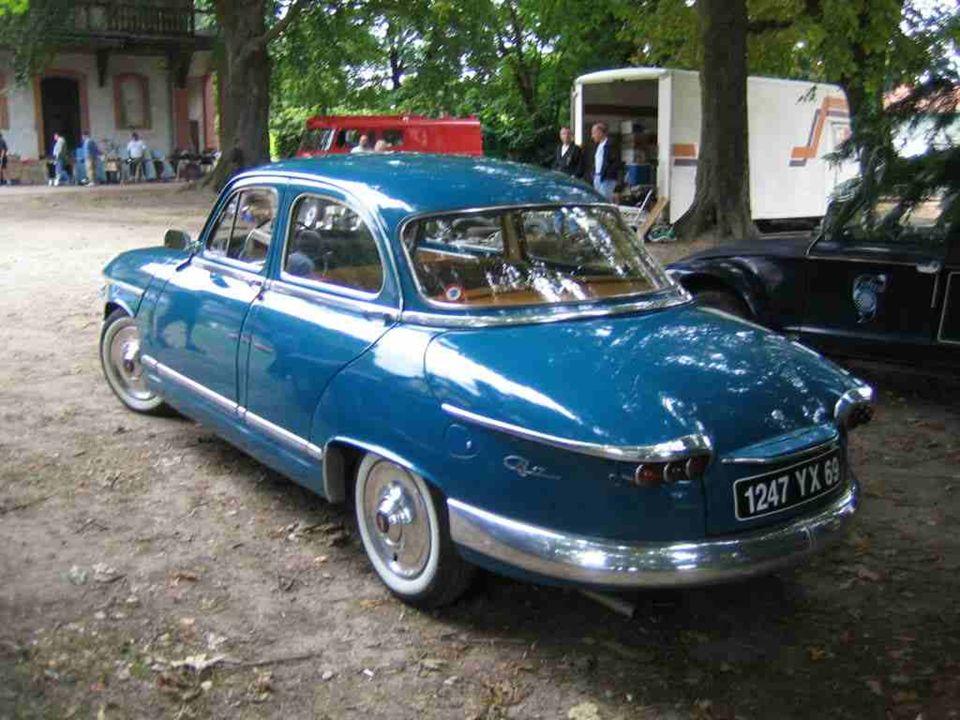 PANHARD « PL 17 » dérivée de la Z de 1953 et produite jusquen 1965 sous lappellation « 17 ». Une voiture surdimensionnée (habitacle et coffre) avec un