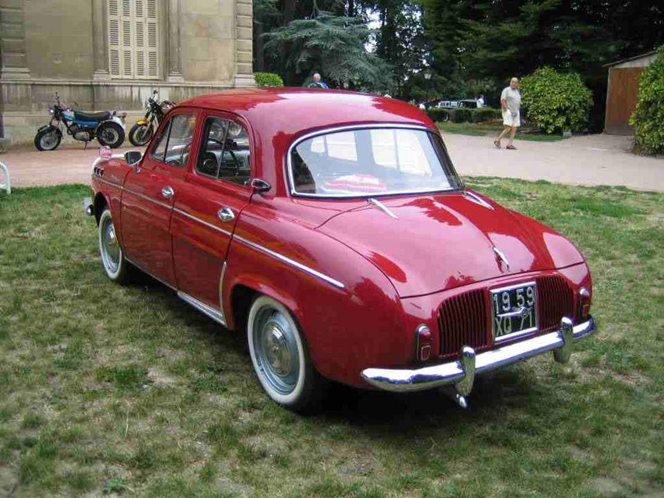 RENAULT « Dauphine » présentée en 1956 et produite jusquen 1967. Des formes douces qui plurent aux femmes.