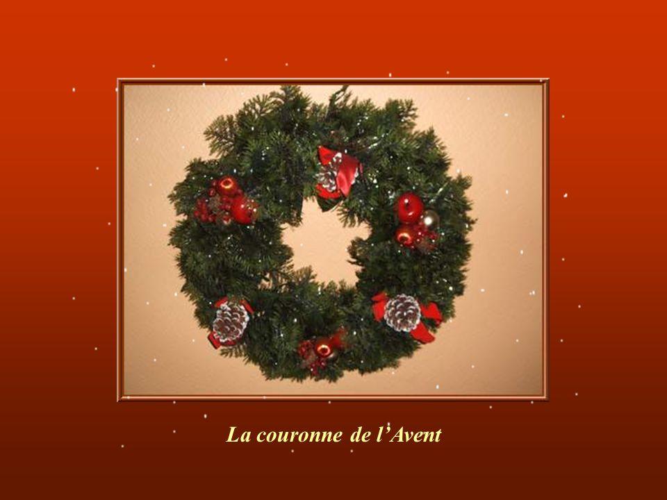 Noël est une fête messagère de quatre mots ayant une signification forte : -« La famille » car cest essentiellement la fête de la famille réunie autou