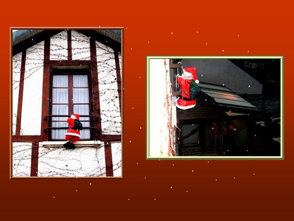 La couronne de lAvent : Elle est née au XVIème siècle en Allemagne pour préparer les chrétiens à la fête de Noël quatre semaines plus tard.