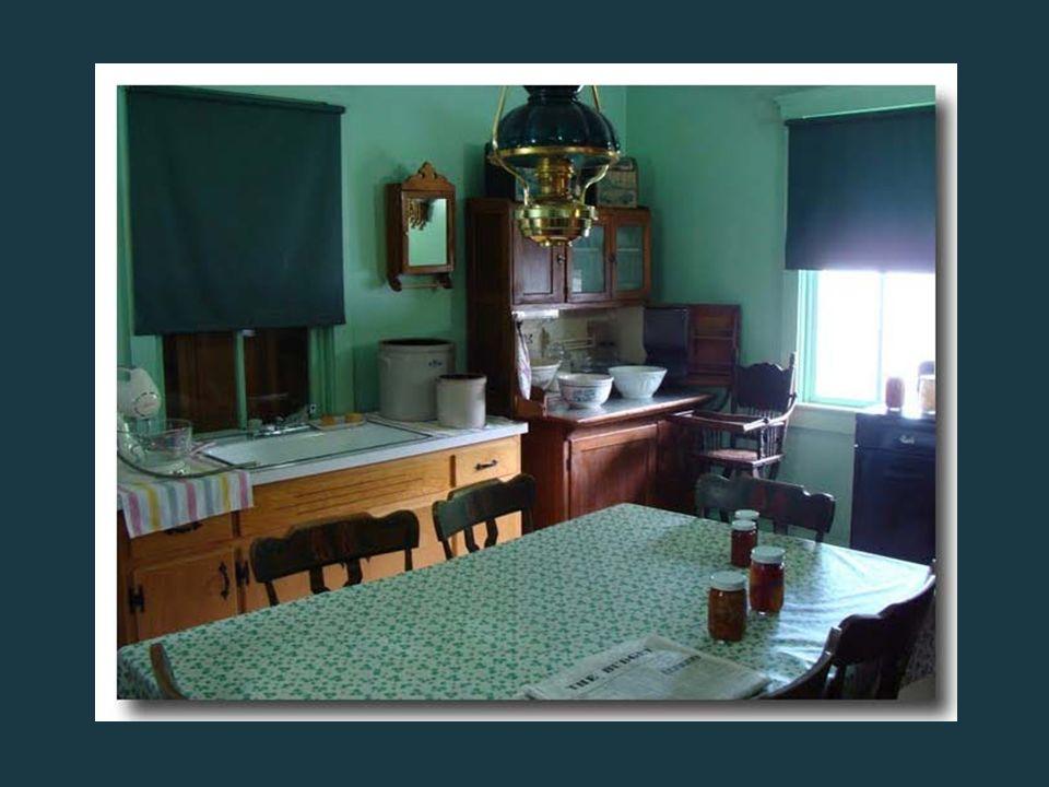 Les habitations des Amish sont de toutes petites maisons sans le moindre confort moderne, où il n'y a ni eau courante, ni électricité, puisque leur re