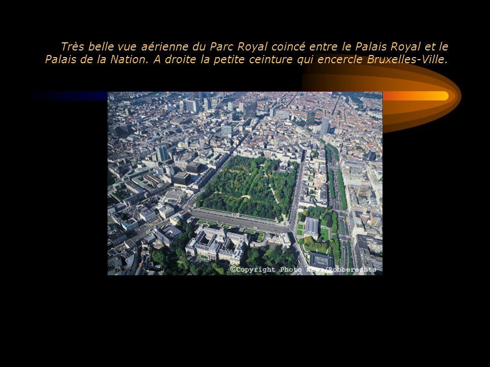 Très belle vue aérienne du Parc Royal coincé entre le Palais Royal et le Palais de la Nation. A droite la petite ceinture qui encercle Bruxelles-Ville