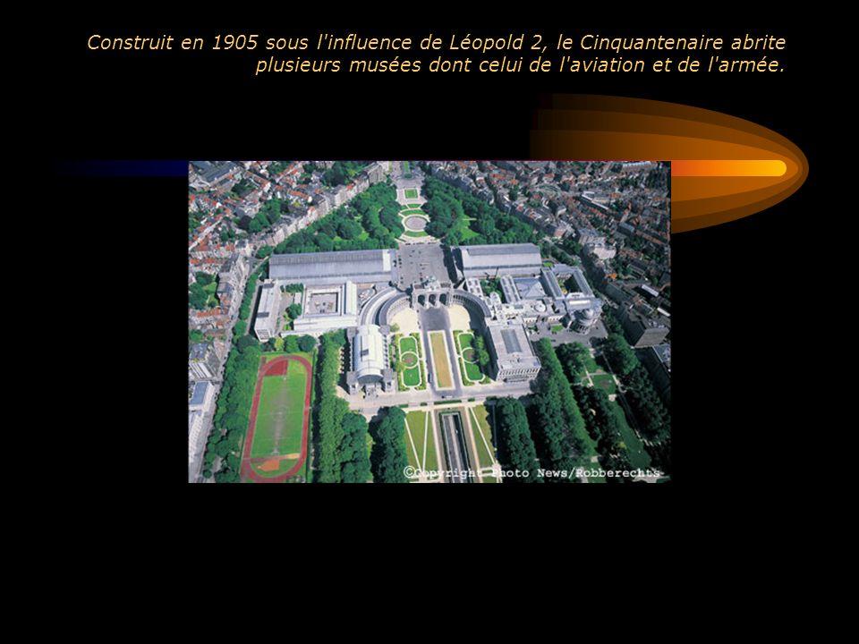 Construit en 1905 sous l influence de Léopold 2, le Cinquantenaire abrite plusieurs musées dont celui de l aviation et de l armée.