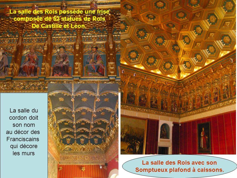Plafond de style mudéjar de La salle de la galère La fresque de la salle de la galère Dans la salle des Pommes de Pin, très beau Secrétaire Du XVII ème La salle des Pommes de Pin