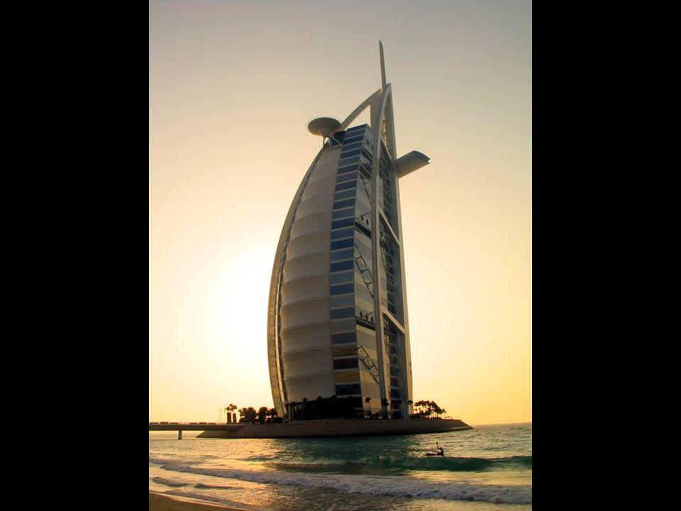 Hôtel Burj al-Arab à Dubai Le plus haut hôtel du monde. Le plus cher du monde également. Le seul hôtel 7 étoiles.