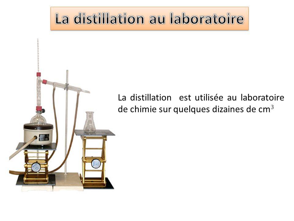 La distillation est utilisée au laboratoire de chimie sur quelques dizaines de cm 3