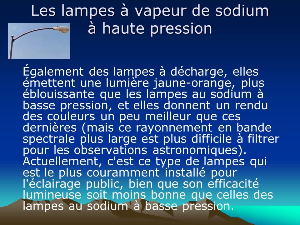 Les lampes à vapeur de sodium à haute pression Également des lampes à décharge, elles émettent une lumière jaune-orange, plus éblouissante que les lam