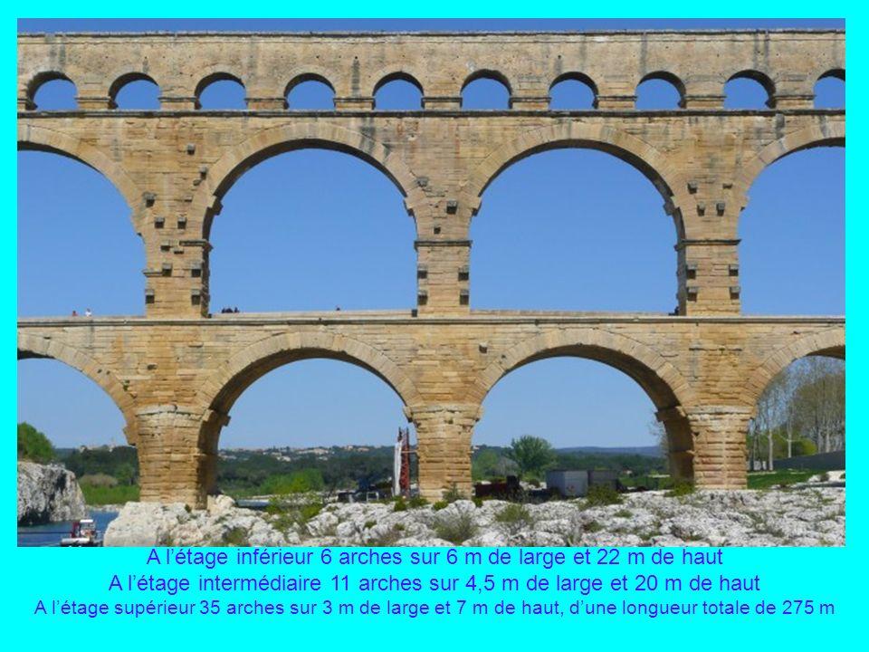 Le Pont du Gard, aqueduc romain datant de lépoque dAuguste, au 1 er siècle, enjambant le Gardon pour conduire leau dUzès à Nîmes Du haut de ses 48 m,
