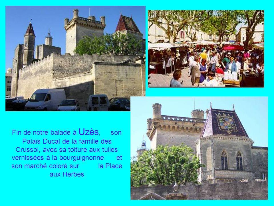 Situé dans le triangle des villes dAlès, dAvignon et de Nîmes, Uzès, perchée sur une colline entre vignes et garrigues, séduit par ses ruelles médiéva