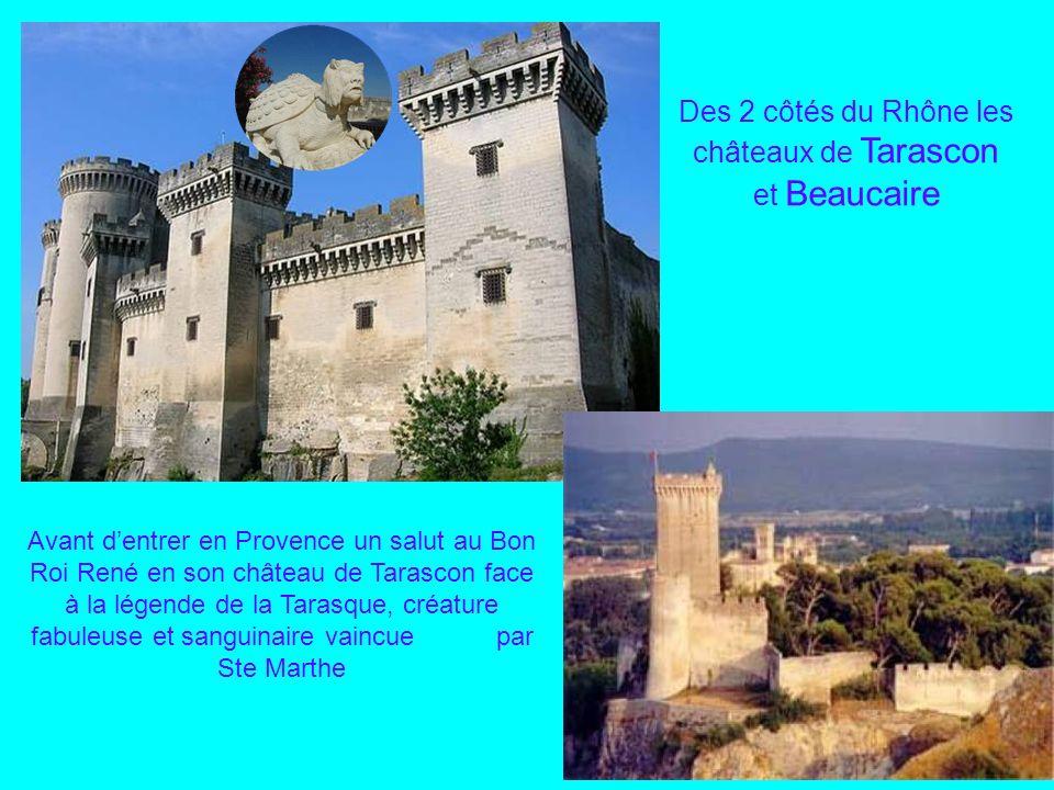 Fin de notre balade à Uzès, son Palais Ducal de la famille des Crussol, avec sa toiture aux tuiles vernissées à la bourguignonne et son marché coloré