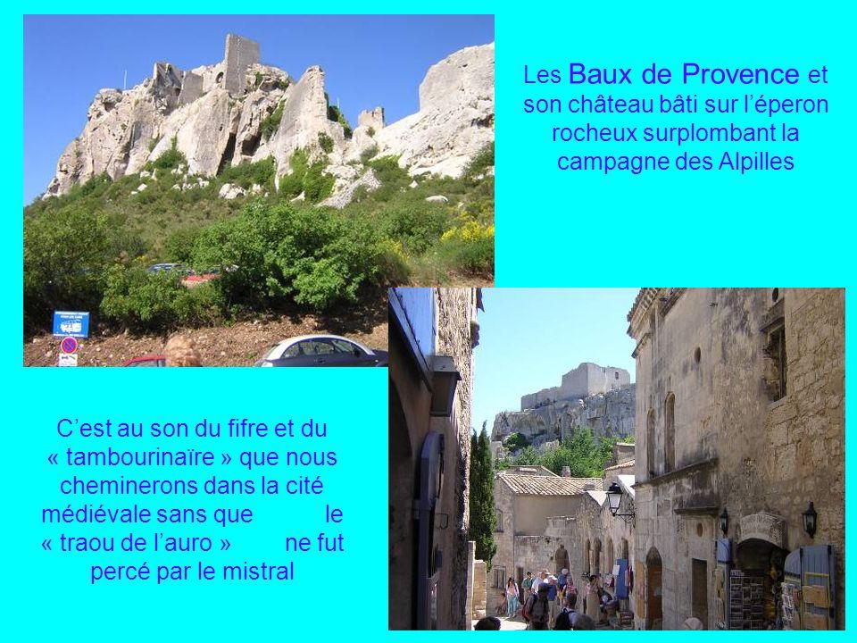 Des 2 côtés du Rhône les châteaux de Tarascon et Beaucaire Avant dentrer en Provence un salut au Bon Roi René en son château de Tarascon face à la lég