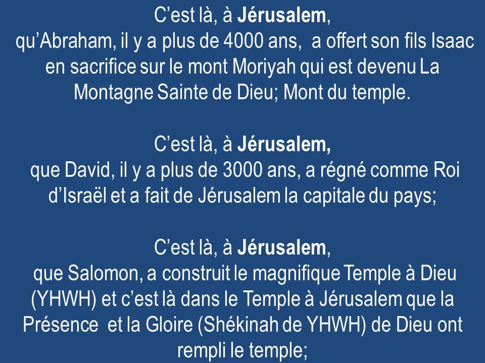 Cest là, à Jérusalem, quAbraham, il y a plus de 4000 ans, a offert son fils Isaac en sacrifice sur le mont Moriyah qui est devenu La Montagne Sainte d