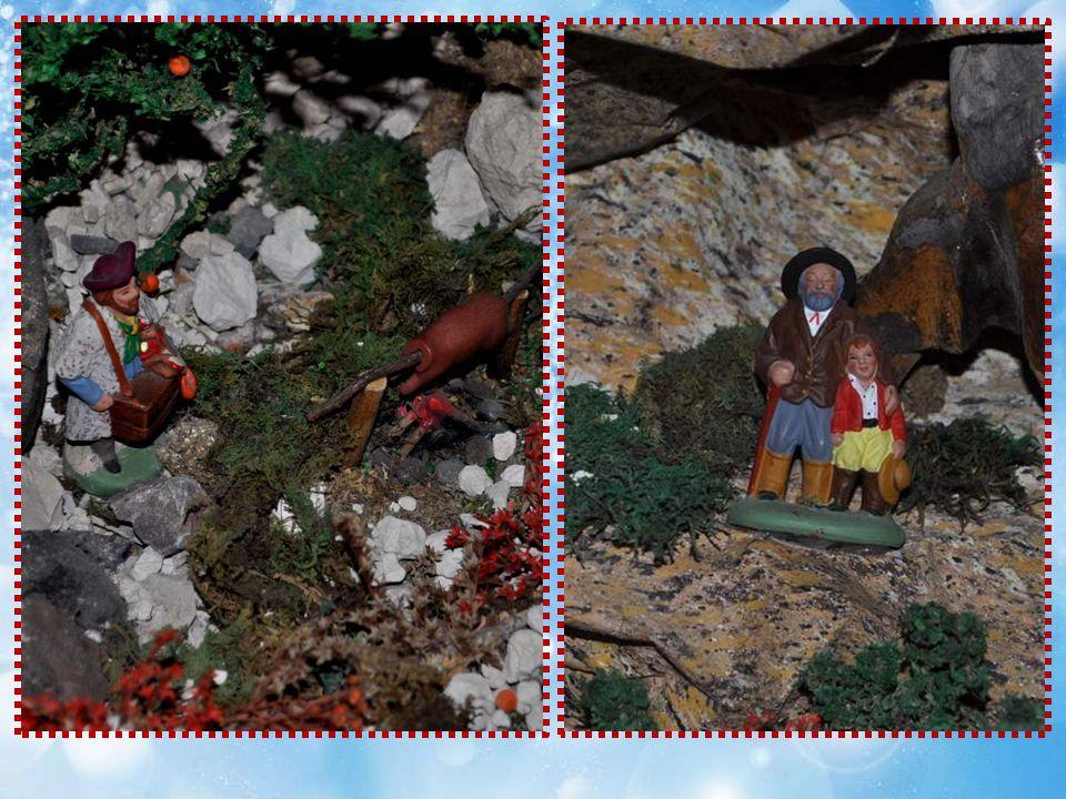 Et sous lescalier, un camp de romanichels dont le feu crépite !