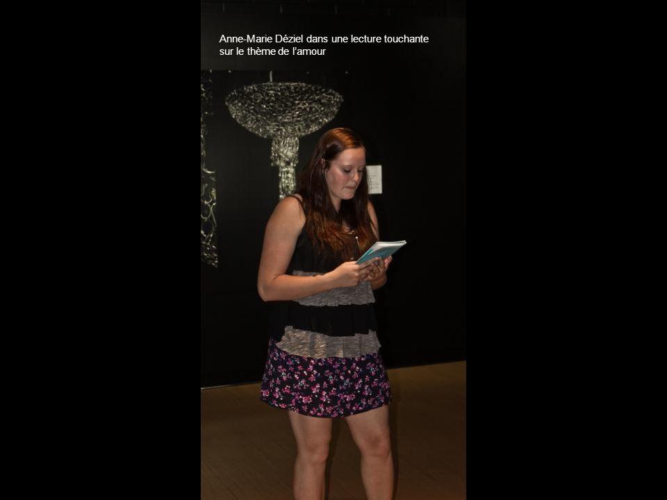 Anne-Marie Déziel dans une lecture touchante sur le thème de lamour