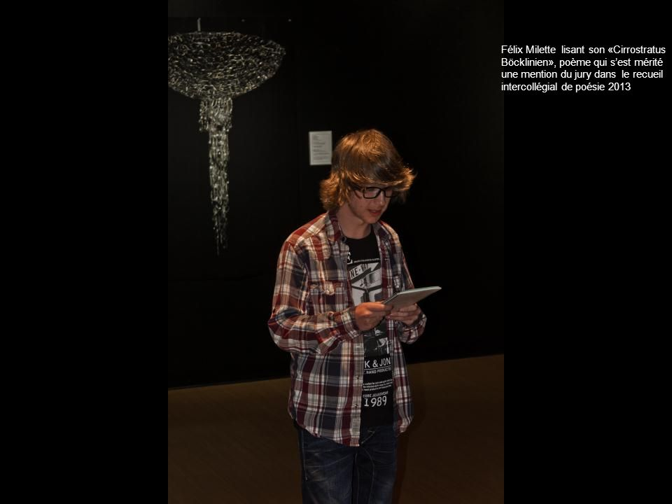 Félix Milette lisant son «Cirrostratus Böcklinien», poème qui sest mérité une mention du jury dans le recueil intercollégial de poésie 2013