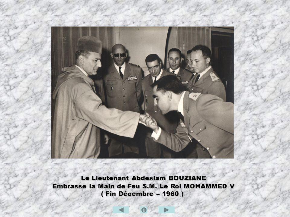 Le Lieutenant Abdeslam BOUZIANE Le Lieutenant Abdeslam BOUZIANE Embrasse la Main de Feu S.M. Le Roi MOHAMMED V Embrasse la Main de Feu S.M. Le Roi MOH