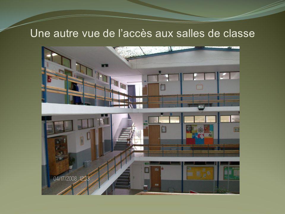 Une autre vue de laccès aux salles de classe