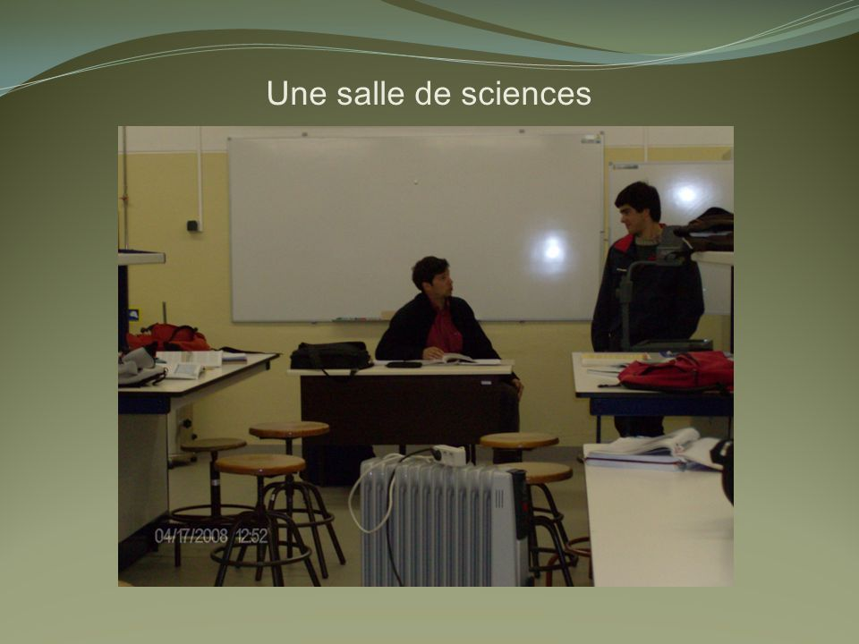 Une salle de sciences