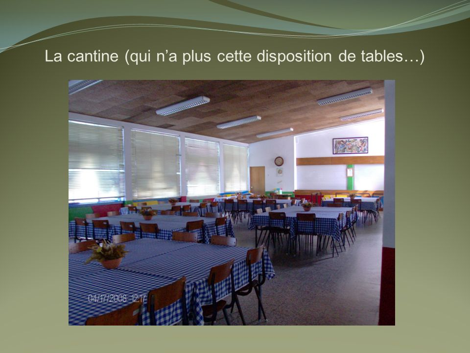 La cantine (qui na plus cette disposition de tables…)