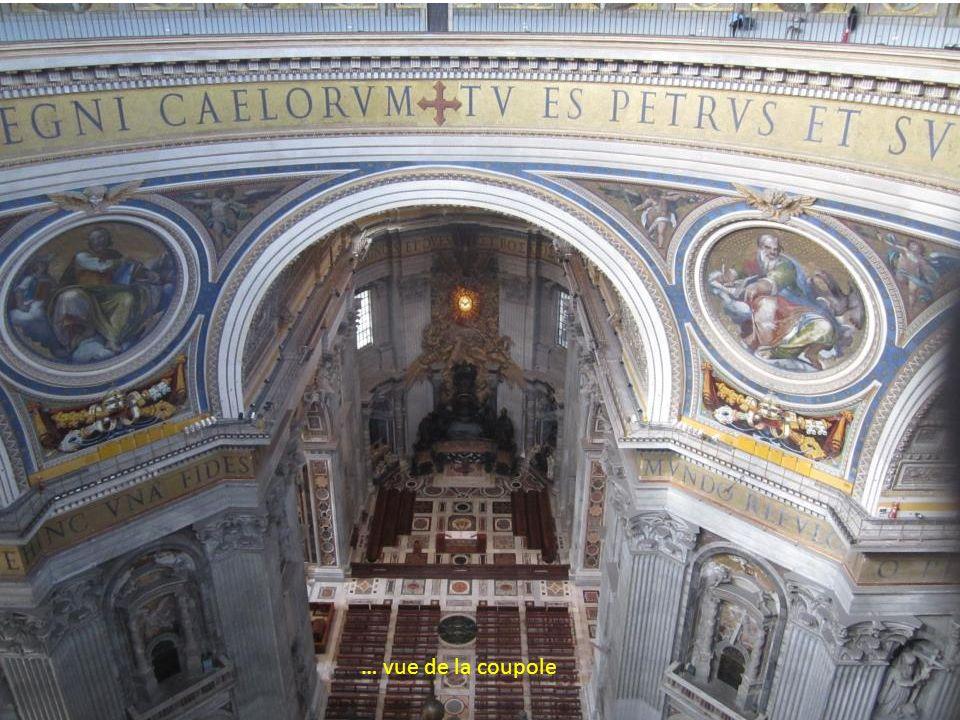 La Basilique Saint-Pierre Le baldaquin du Bernin La Chaire de Saint Pierre du Bernin …