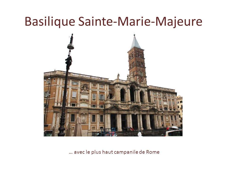 Dans la chapelle Saint-Zénon de la basilique Sainte- Praxède, les mosaïques qui … … représentent le Christ au sommet de la voûte, soutenu par des ange