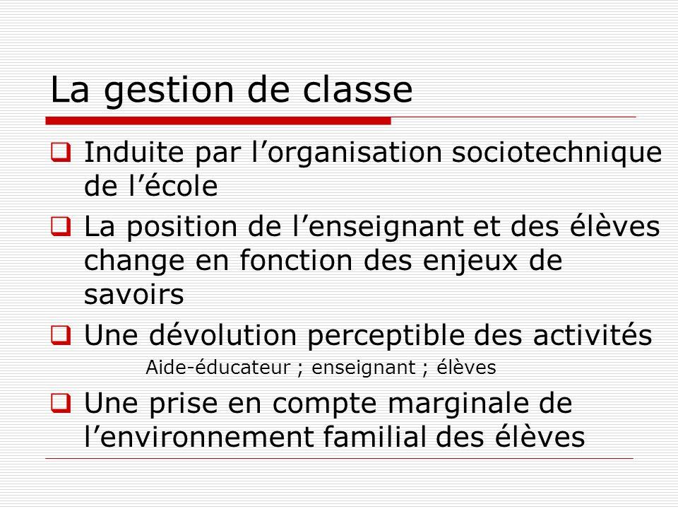 La gestion de classe Induite par lorganisation sociotechnique de lécole La position de lenseignant et des élèves change en fonction des enjeux de savo