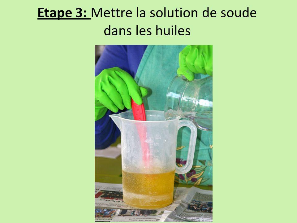 Etape 3: Mettre la solution de soude dans les huiles